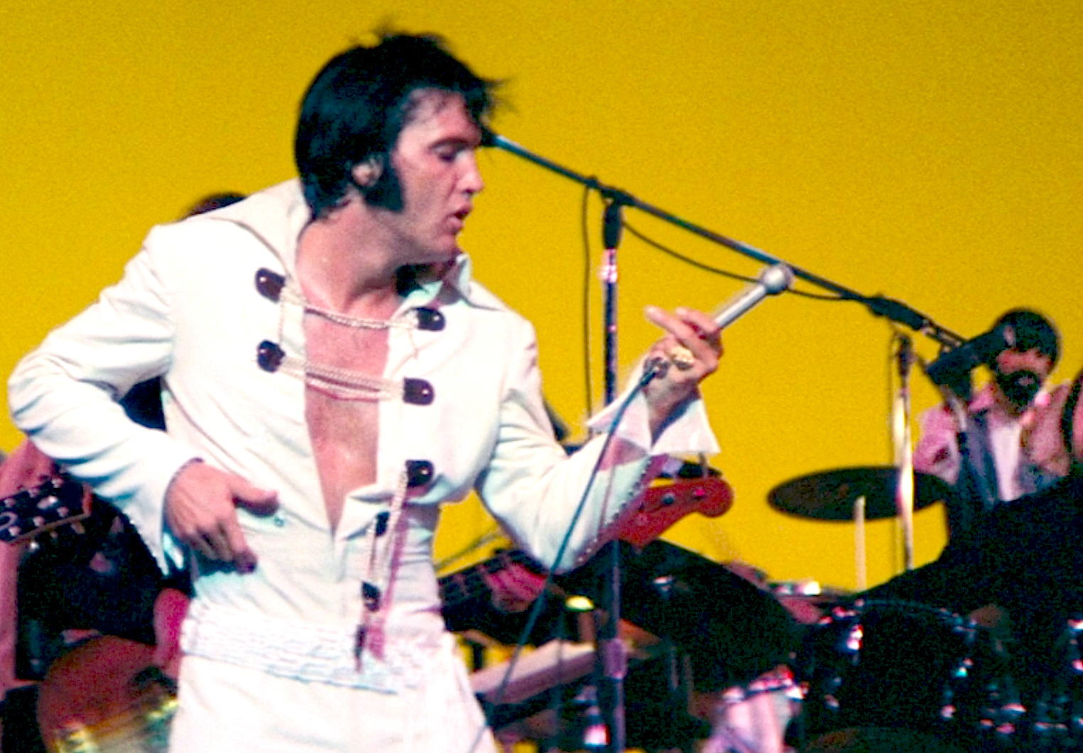http://elvisnews.dk/wp-content/uploads/2016/02/ELVIS_EDDIE_GRAHAM_1970_02.jpg